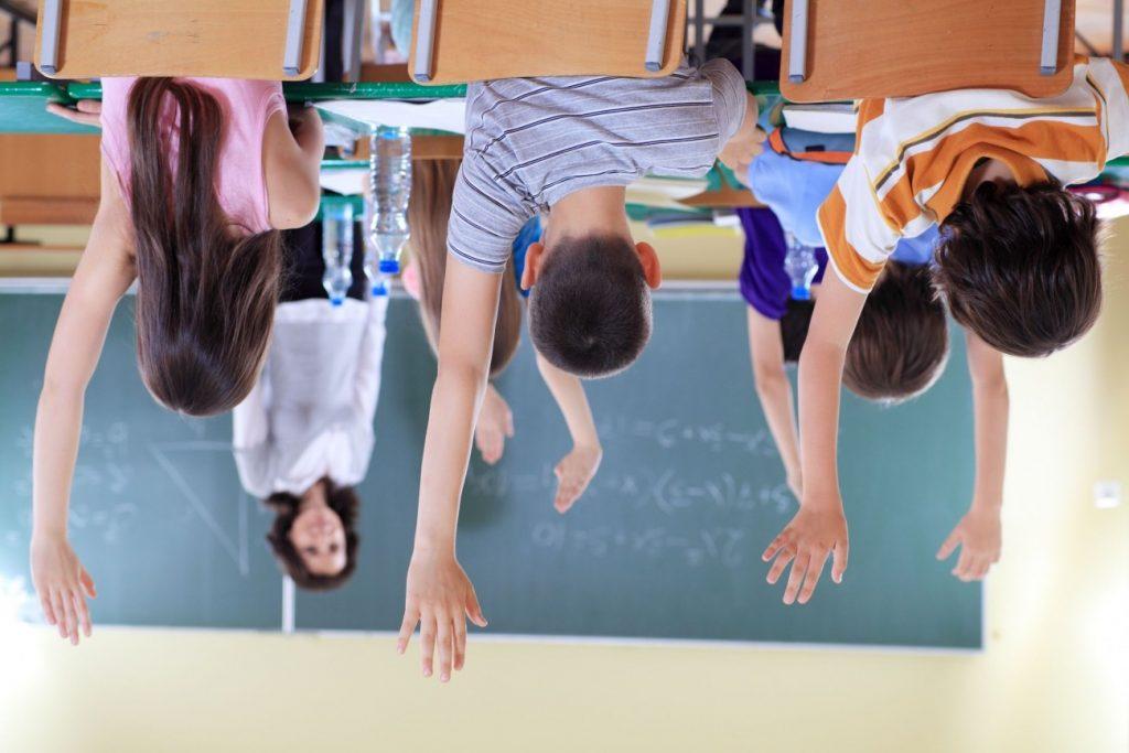 estudiantes foto licencia libre (foto invertida=