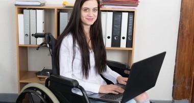 Los contratos de profesionales con discapacidad aumentan un 6,3% en el último año