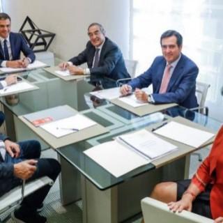 El Gobierno presenta un plan estratégico para prestigiar la FP