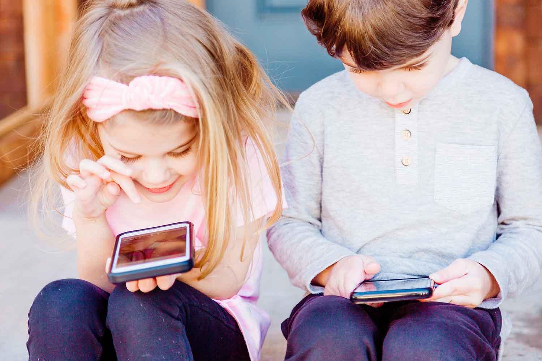 niños, móviles