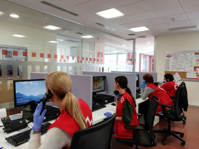 Cruz Roja, telefonistas, call center, voluntarios, voluntariado