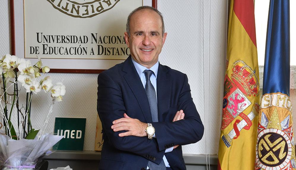 rector uned ricardo Mairal